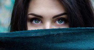Diese Angewohnheit zerstört dein Selbstbewusstsein, ohne dass du es merkst