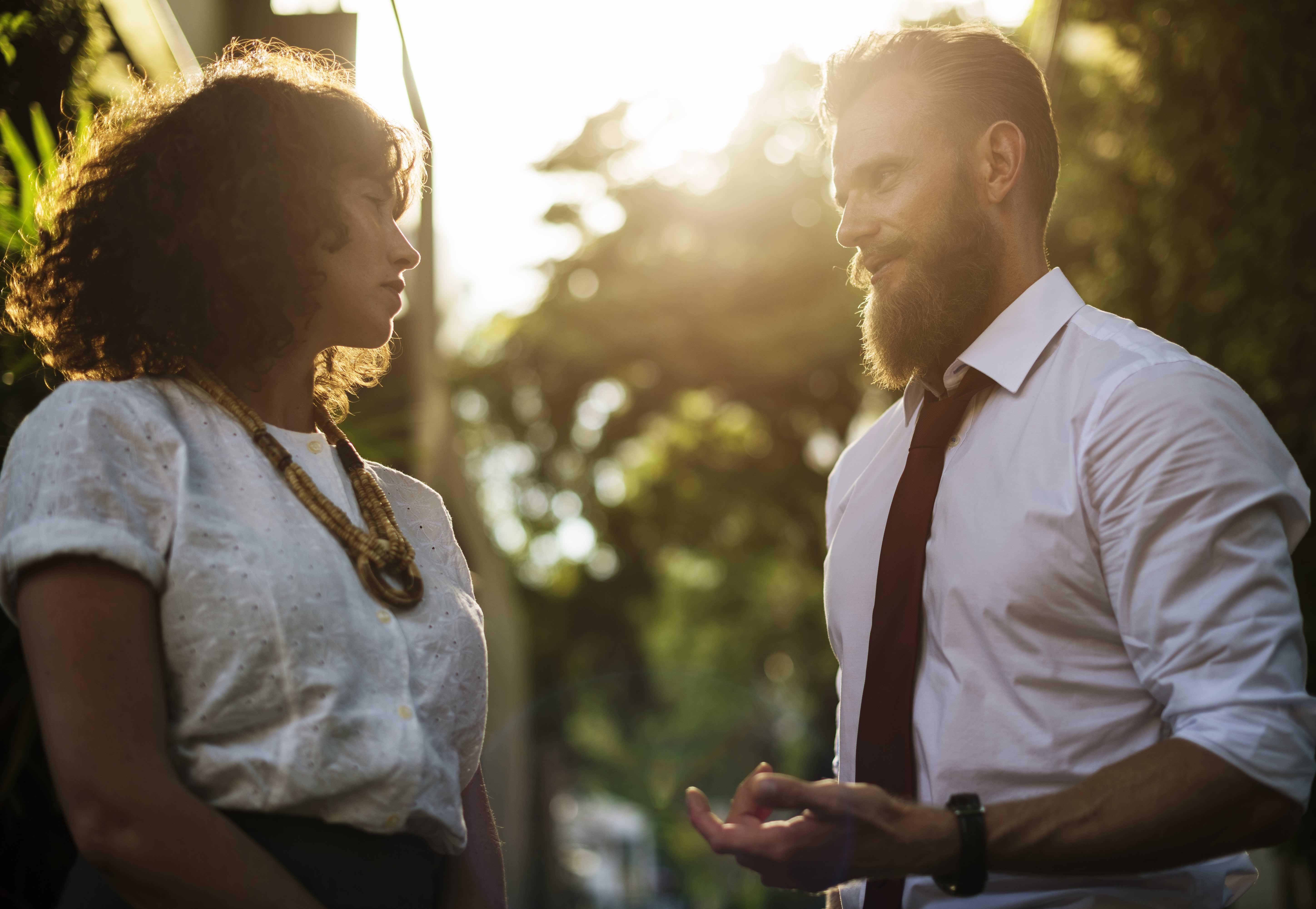 Nett sein vs. Attraktiv sein – Wieso nett sein dich unattraktiv macht